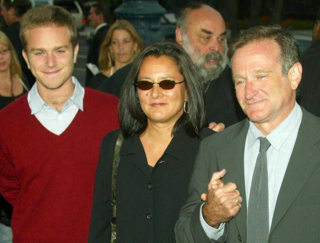 Zak Williams tillsammans med Marcia och Robin Williams 2002.