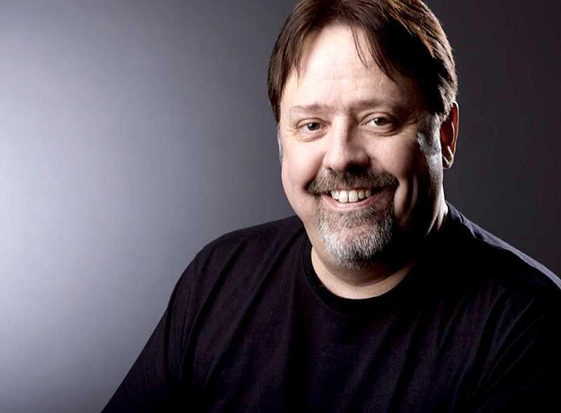 Lars Svärd använde vanliga linser innan en läkare rådde honom att byta till silikonlinser - utan att varna för riskerna.