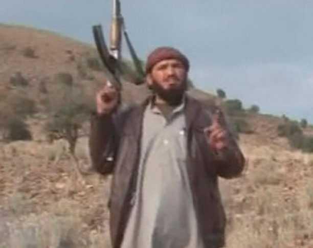 En av talibanerna efter morden.