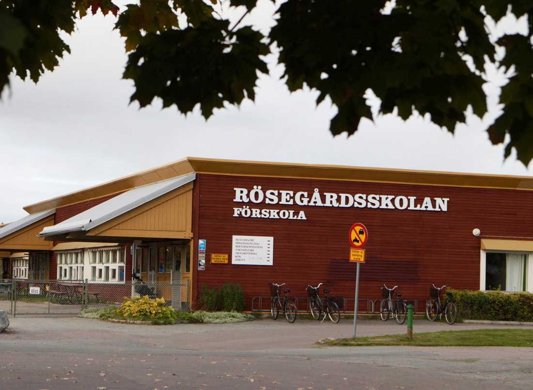 En 3-årig flicka i Västerås har drabbats av pneumokocker, som kan orsaka hjärnhinneinflammation. Alla barn på förskolan ska nu testas för smittan. OBS! Smittan gäller den intilliggande byggnaden.