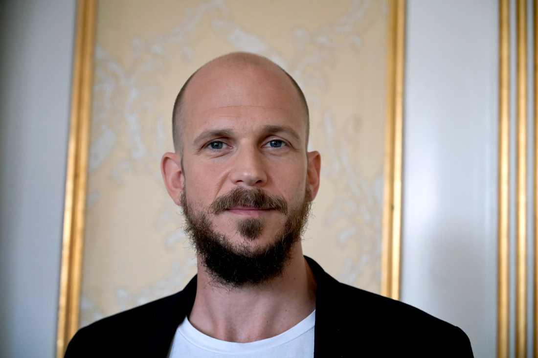 """Gustaf Skarsgårds nästa roll är som Karl Oskar i nyfilmatiseringen av klassikern """"Utvandrarna"""". Nu är han aktuell i fantasyserien """"Cursed"""" som släpps den 17 juli. Arkivbild."""