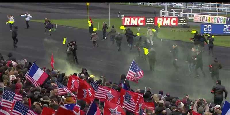 Här stormar Gula västarna in mitt under Prix d'Amérique.