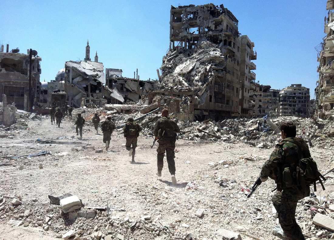 Regimtrogna trupper har med understöd av libanesiska Hizbollah återtagit Homs.