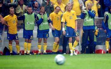 Bild från EM-slutspelet i Portugal. Faximiler från Aftonbladet och Sportbladet förra sommaren då Chippen dominerade.