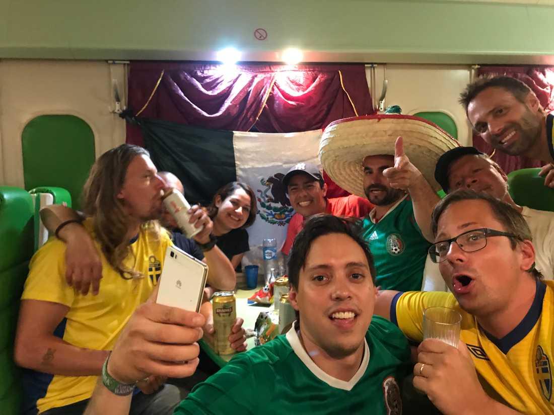 """Jacob Naredi och hans vänner reste med mexikanska supportrar: """"Vi bjöd på nubbe – de bjöd på tequila"""""""
