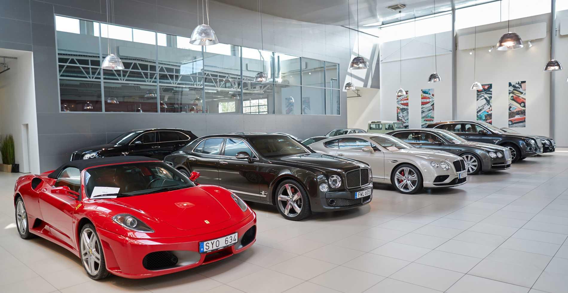 En ny Ferrari kostar runt fem miljoner kronor. Under pandemin har försäljningen av exklusiva sportbilar exploderat i Sverige.