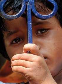 Tahira från Indien förlorade båda sina föräldrar till aids och även hon är smittad.