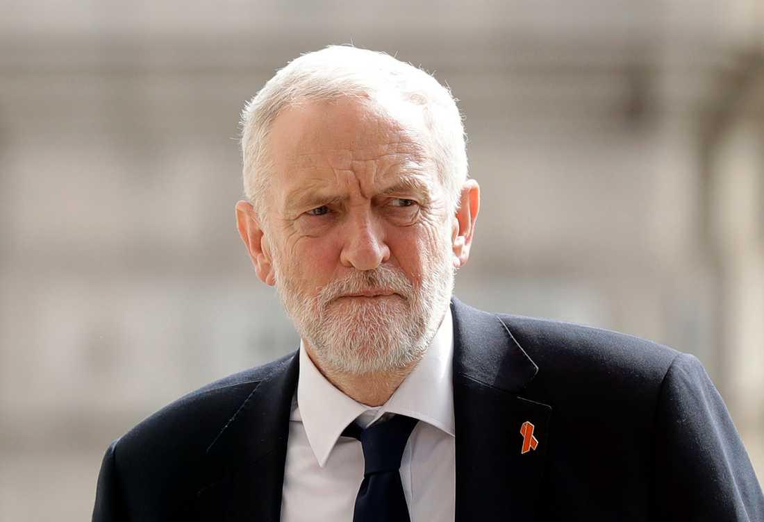 Labour-ledarenJeremy Corbynkräver att Boris Johnson avgår.