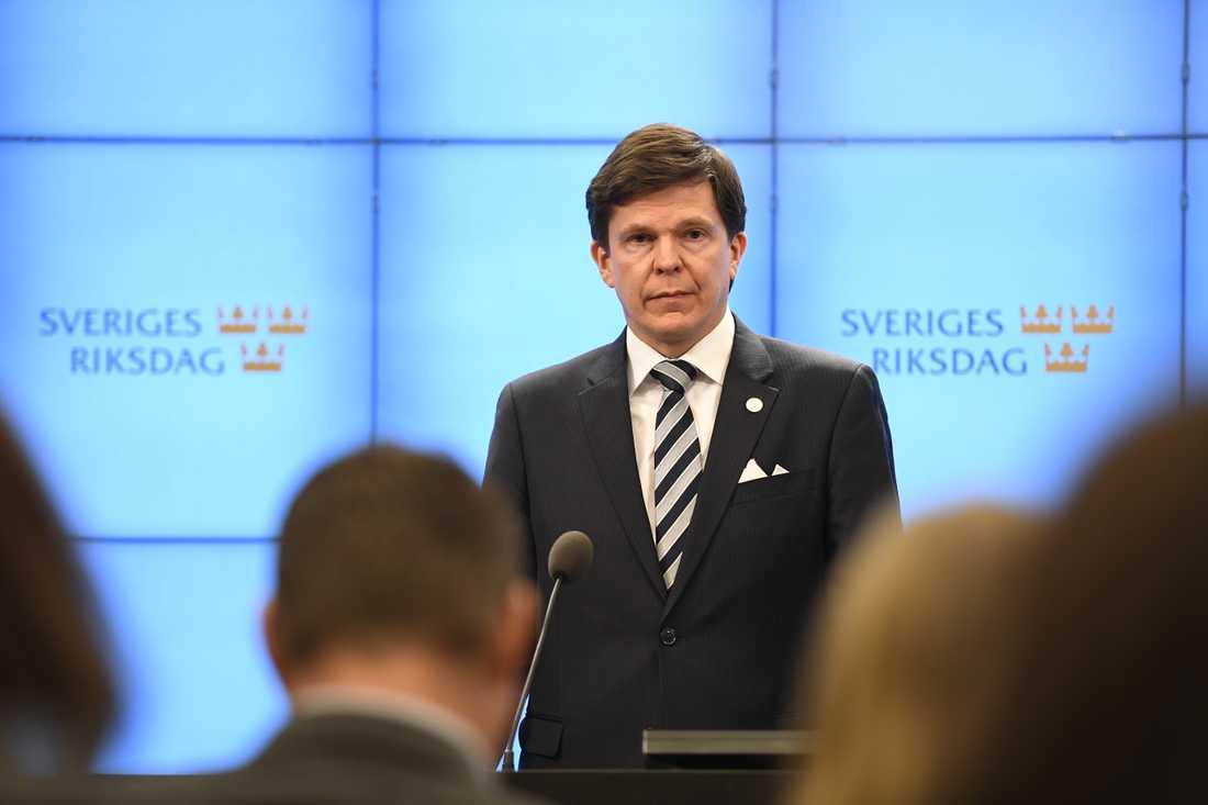 Trots att han riskerar åka på pumpen föreslår talman Andreas Norlén Ulf Kristersson (M) som statsminister.