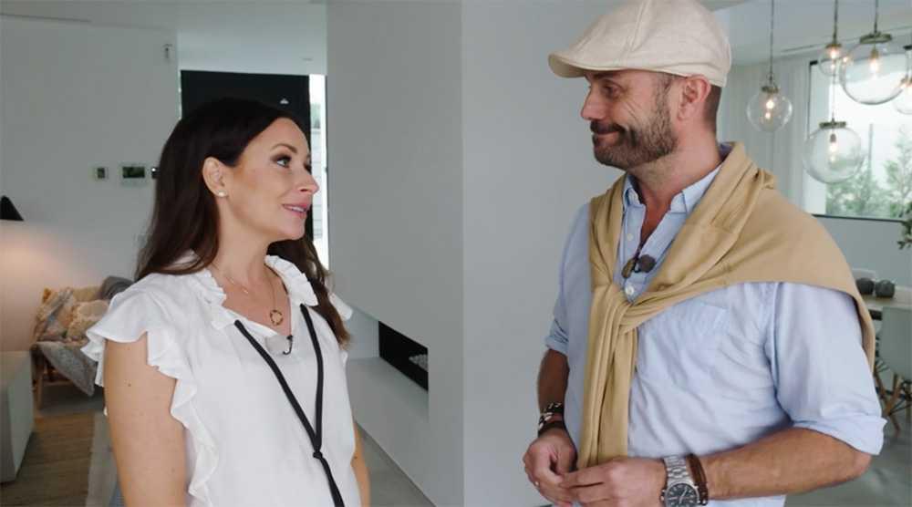 Programledare Camilla Enström och Fredrik Gebauer, uthyrare på Roomservice Marbella.