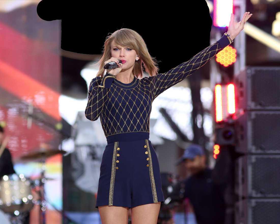 HÅLLER FRAMTIDEN I SIN HAND  Taylor Swift gick nyligen ut och sa att hon kommer att ta bort alla sina låtar från Spotify. Ett dråpslag för det svenska företaget som, precis som sina konkurrenter, är beroende av stora artister för att kunna locka kunder.