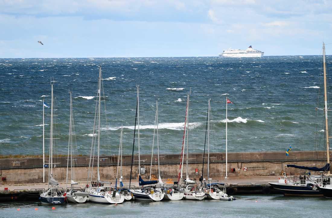 Viking Lines Cinderella kunde inte lägga till i Visby på grund av den hårda vinden.