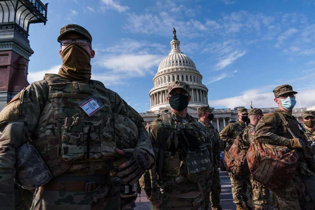 Nationalgardessoldater på vakt vid kongressbyggnaden Kapitolium, efter den dödliga attacken i januari. Arkivbild.