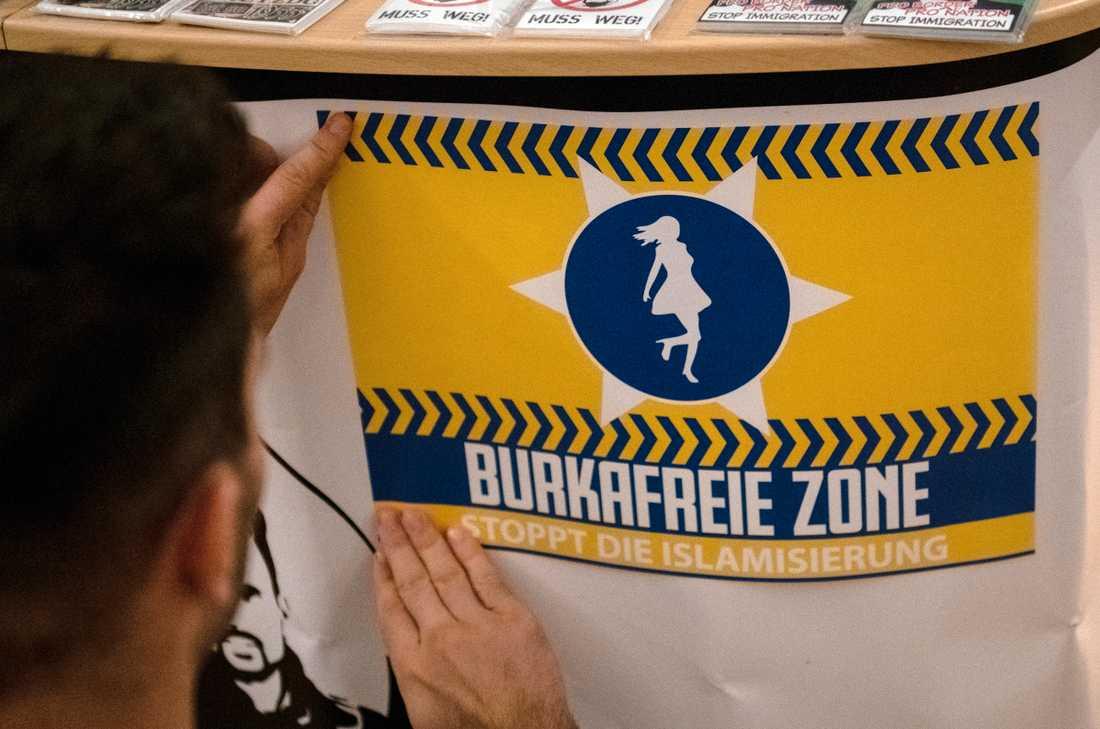 En affisch för AFD i Neuenhagen utanför Berlin. Arkivbild.