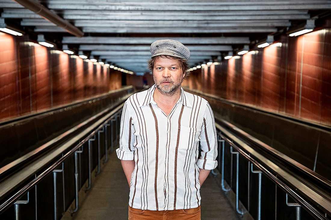 """Tomas Bannerhed (född 1966) debuterade med """"Korparna"""" som också filmatiserades."""