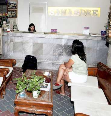 OLJUD PÅ HOTELLET Hotell Sawasdee i Pattay. Här bodde den 40-årige svensken. Under mordnatten, i måndags, klagade gästerna på att det försiggick ett väldigt oväsen på mannens hotellrum. Polisen misstänker att mannen slagit ihjäl kvinnan, som han hade tagit med sig till rummet.