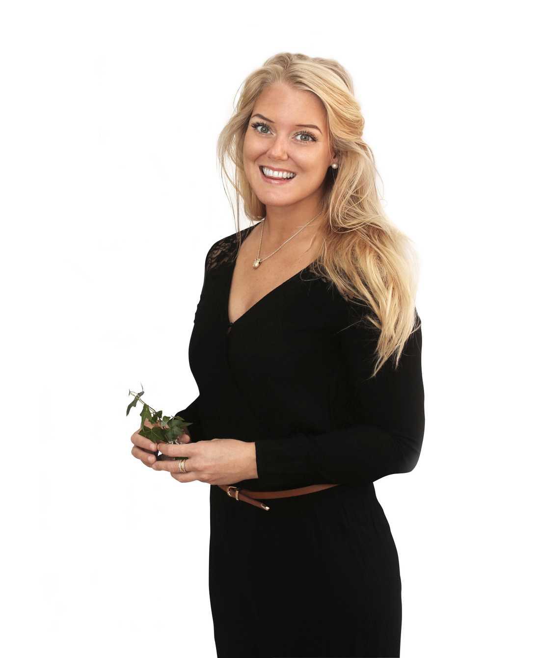 Journalisten och inredaren Monica Karlstein är en passionerad Ikeahackare. Hon har bland annat gjort i tv med Ernst Kirchsteiger och driver hemmafixbloggen.se.