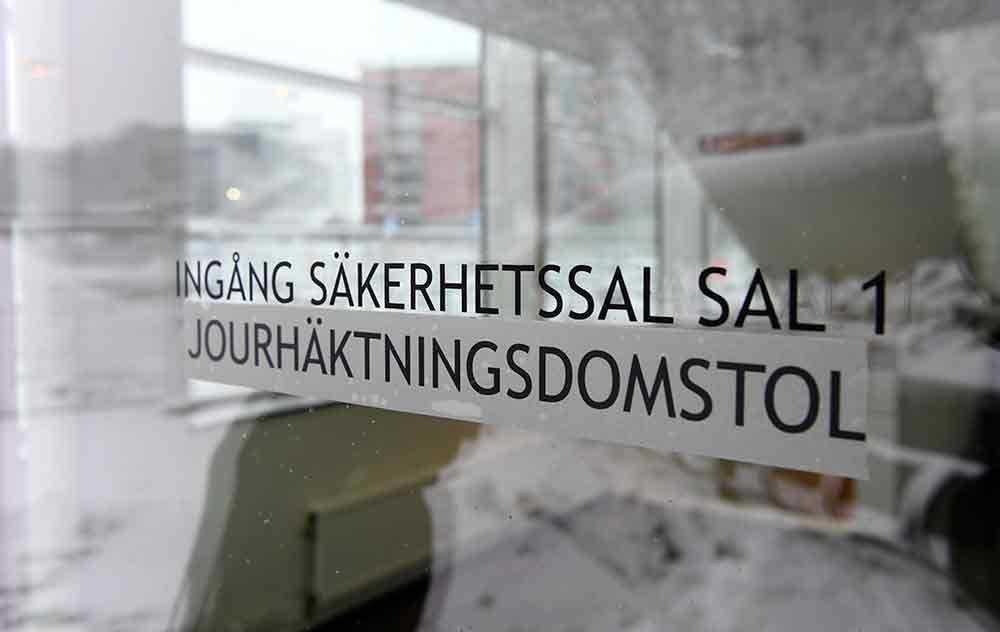0338f499d496 I dag fördes kvinnan upp till Södertörns tingsrätts säkerhetssal för  häktningsförhandling. 1 av 4. Hör gamle utredaren om 22 år gamla mordet