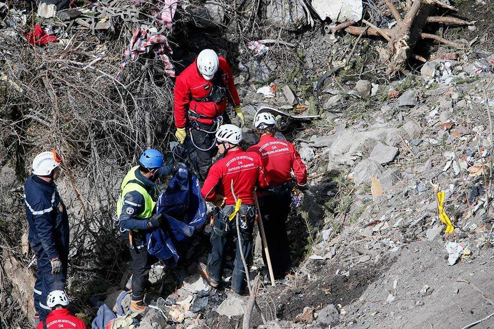 Under söndagen fortsatte bärgningsarbetet nära Seyne-les-Alpes där Germanwings-planet störtade i tisdags.