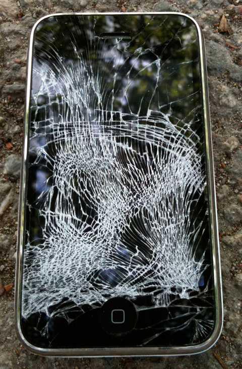 Fredriks massakrerade mobiltelefon.