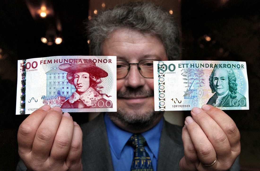 I dag är det sista dagen att sätta in gamla sedlar.