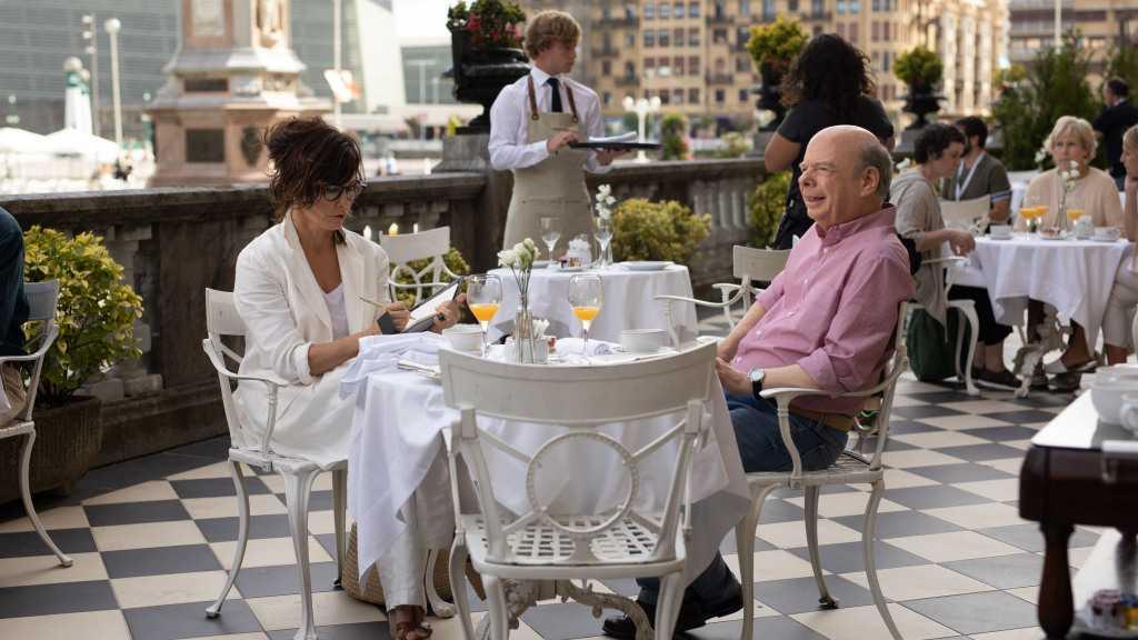 """Gina Gershon och Wallace Shawn i """"Rifkin's festival""""."""