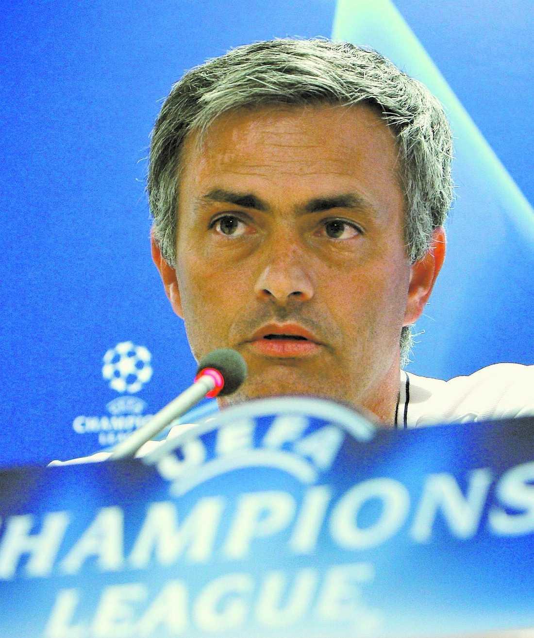 vill till sverige Intertränaren José Mourinho åkte inte till Sverige för att träffa Lagerbäck efter matchen mot Ungern – eftersom Zlatan ville stanna en natt extra med familjen.