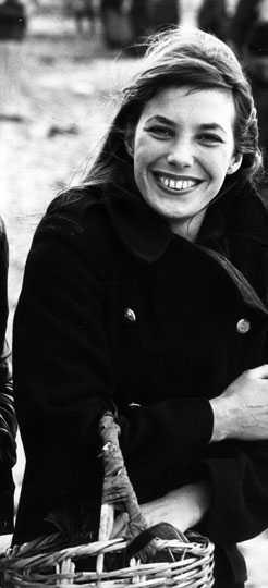 Jane Birkin är både skådespelerska och sångerska som hade sina glansdagar under slutet av 60-talet och 70-talet. Inte många kan stoltsera med att få en väska uppkallad efter sig, men the Birkin Bag av Hermés anses kanske som den mest kända och populäraste väskan någonsin.