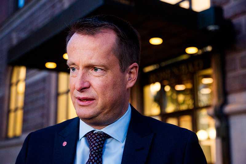 Anders Ygeman gick till angrepp mot Norges statsminister Erna Solberg.
