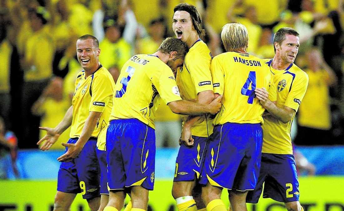 Ouzo skönt! Zlatan Ibrahimovic jublade vilt efter målet som chockade grekerna.