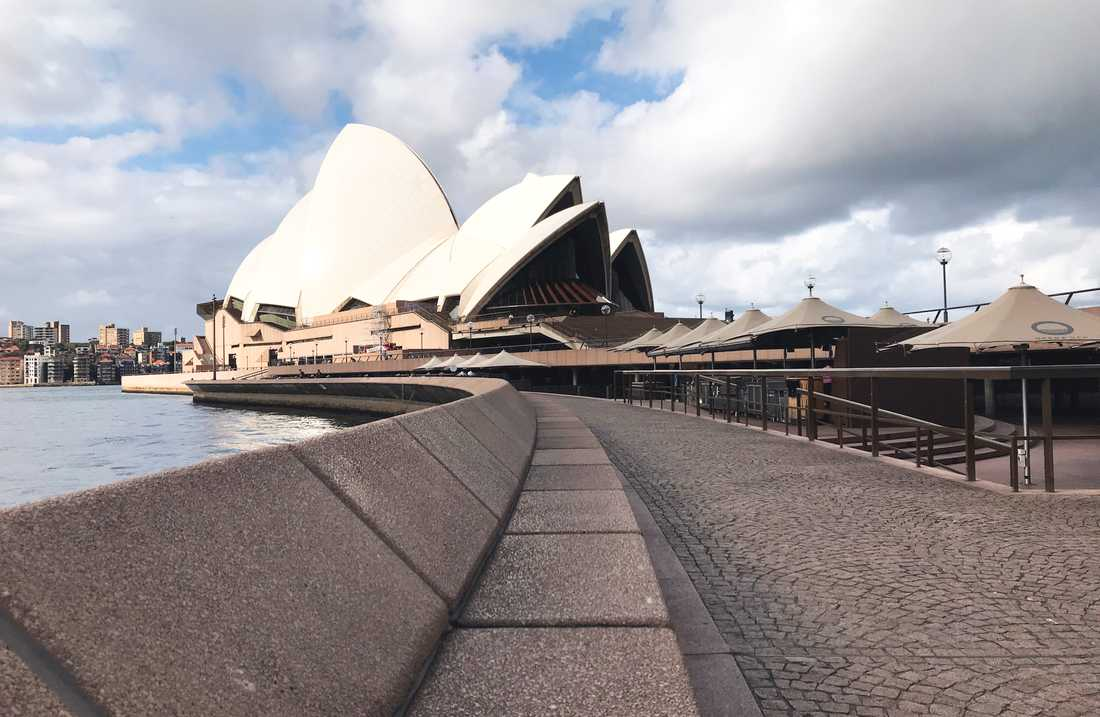 Folktomt utanför operahuset i Sydney i mars. Arkivbild.