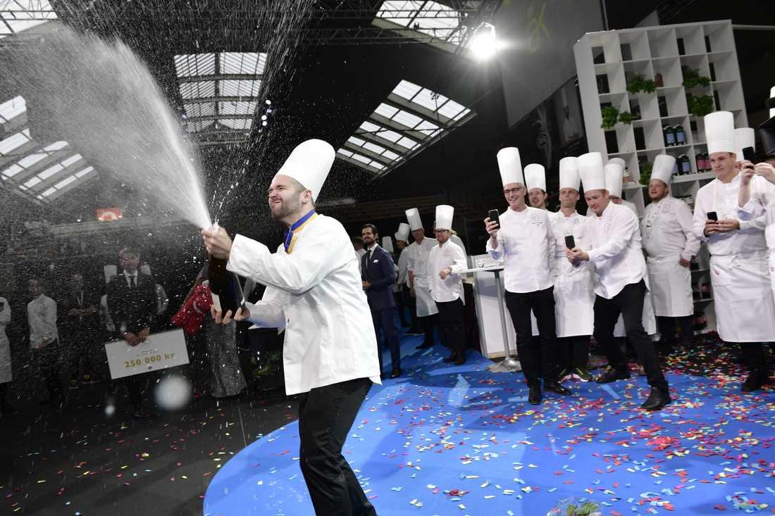 David Lundqvist firar att han vunnit Årets kock 2018, som avgjordes i Kungliga tennishallen under två dagar.
