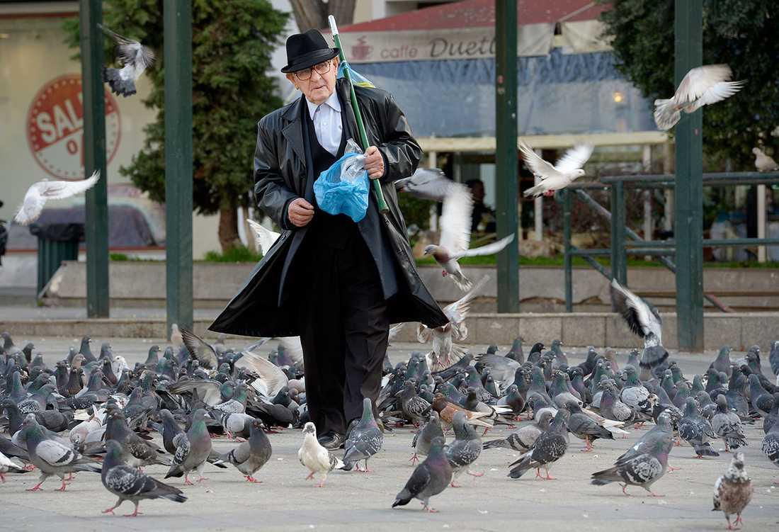 En del äldre har fått sina pensioner sänkta två gånger på tre månader.