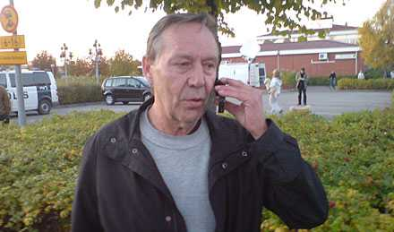 """Raimo Niemenmaas son överlevde: """"Han berättade för mig att det kom en lärare och skrek: """"stäng alla dörrar och fönster"""""""