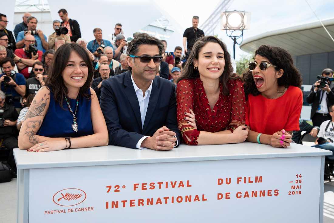 Asif Kapadia med delar av filmteamet under en presskonferens i Cannes. Huvudpersonen Mardano behagade inte att dyka upp till tillställningen.