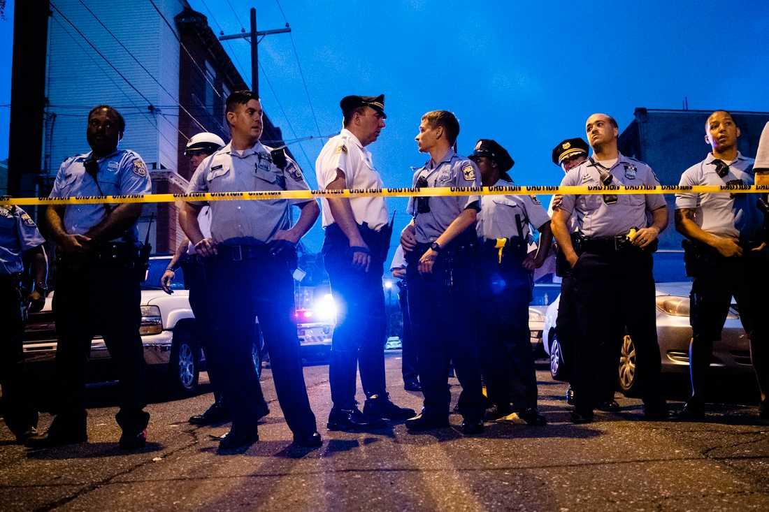 Polisuppbådet var stort på brottsplatsen.