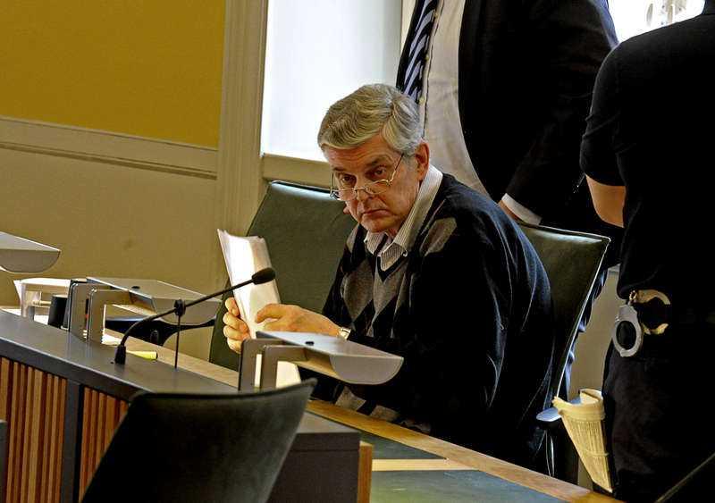 FÄLLDES PÅ 17 PUNKTER Förre länspolismästaren och polishögskolerektorn Göran Lindberg fälldes på totalt 17 av 23 åtalspunkter. Tingsrätten ansåg honom skyldig till bland annat misshandel, våldtäkt, grov våldtäkt, koppleri och köp av sexuell tjänst. Totalt dömdes han till fängelse i sex och ett halvt år, men hovrätten sänkte senare straffet till sex år.