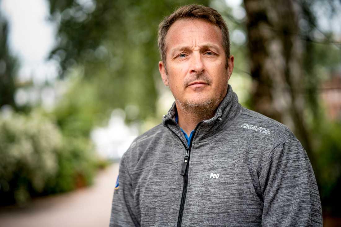 Svenska Fallskärmsförbundets ordförande Per-Olov Humla i Umeå efter flygolyckan, där nio personer omkom på söndagen.