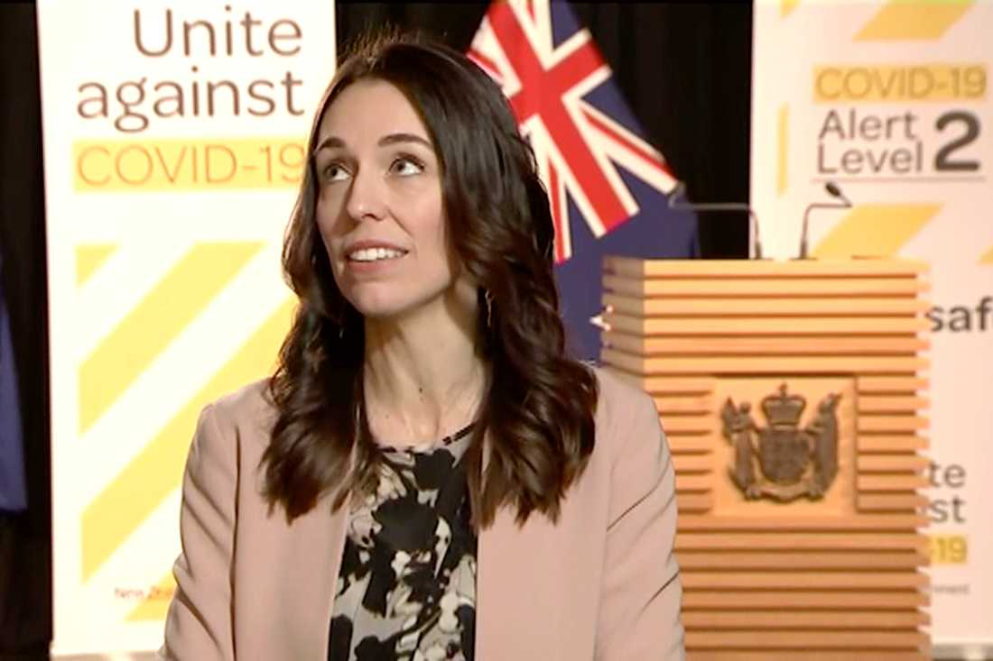 Nya Zeelands premiärminister Jacinda Ardern under det direktsända skalvet.