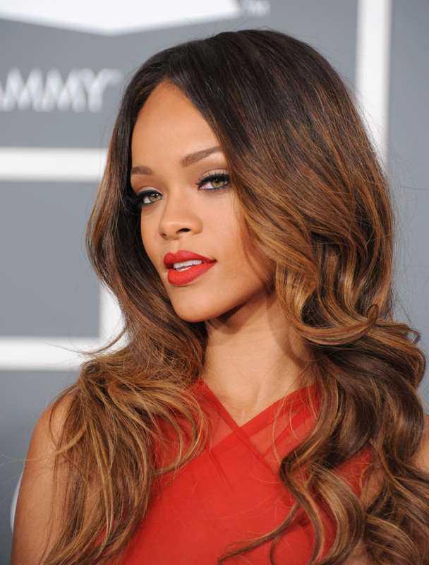 """""""Må du flyga med änglarna"""", skriver Rihanna på Twitter."""