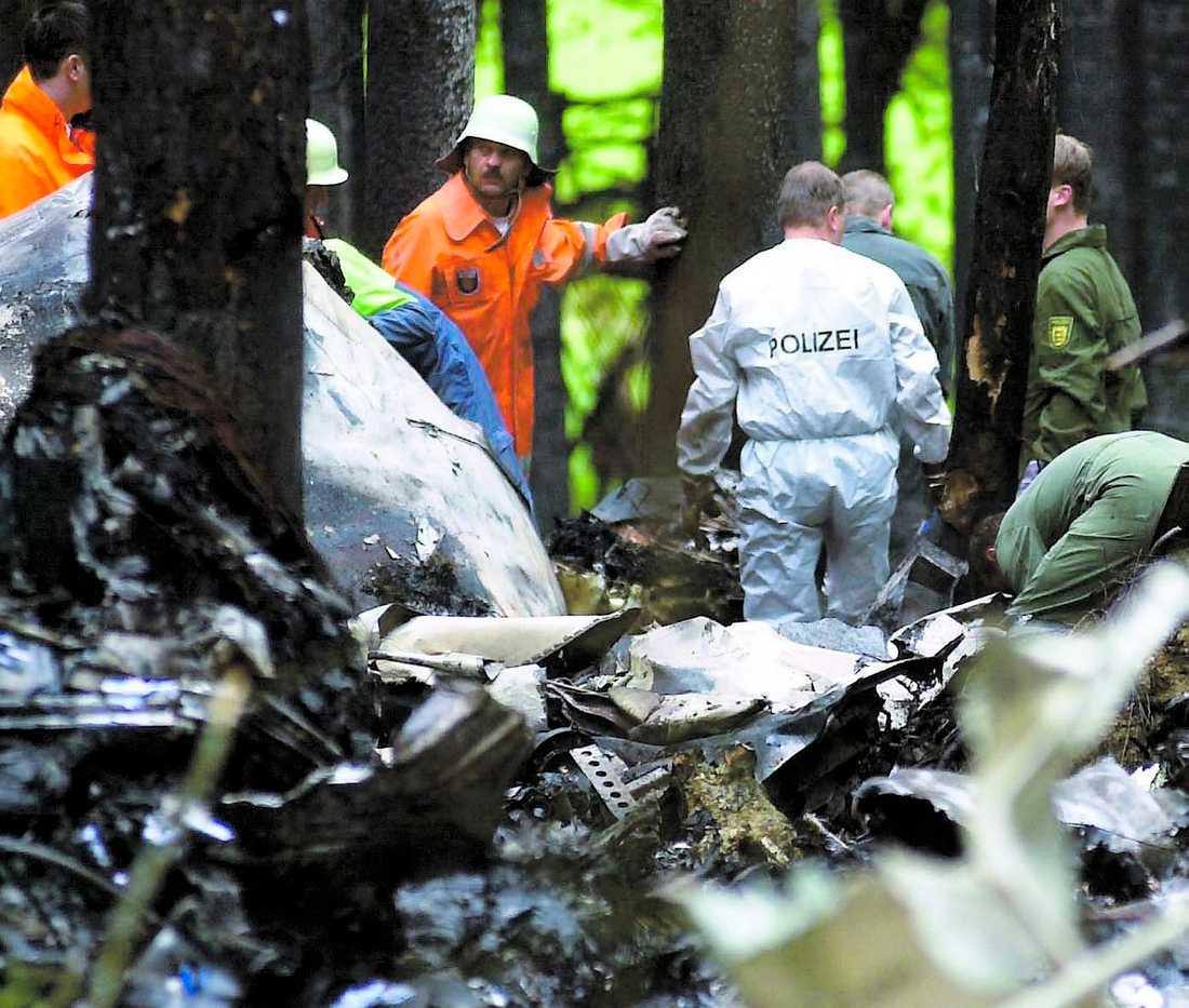 HÄR DOG HANS FAMILJ 140 människor dog i flygkraschen då de två planen krockade. Kalojevs fru och barn fanns ibland dem.