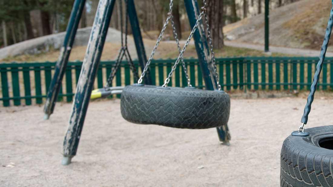 En gungställning, en vippgunga och lekgris har stulits från en lekplats i Smedbyparken i Huskvarna. Flera personer misstänks vara inblandade. Arkivbild.