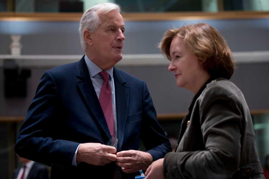 EU:s brexitförhandlade Michel Barnier och Frankrikes EU-minister Nathalie Loiseau. Arkivbild från 12 november.