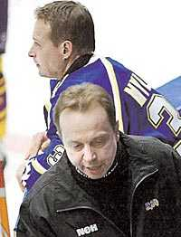 HÅLLER SIG TILL LIV Jarmo Myllys värvades till HV 71 för att fylla luckan efter en skadad Stefan Liv. Men nu får finländaren finna sig att sitta på bänken.