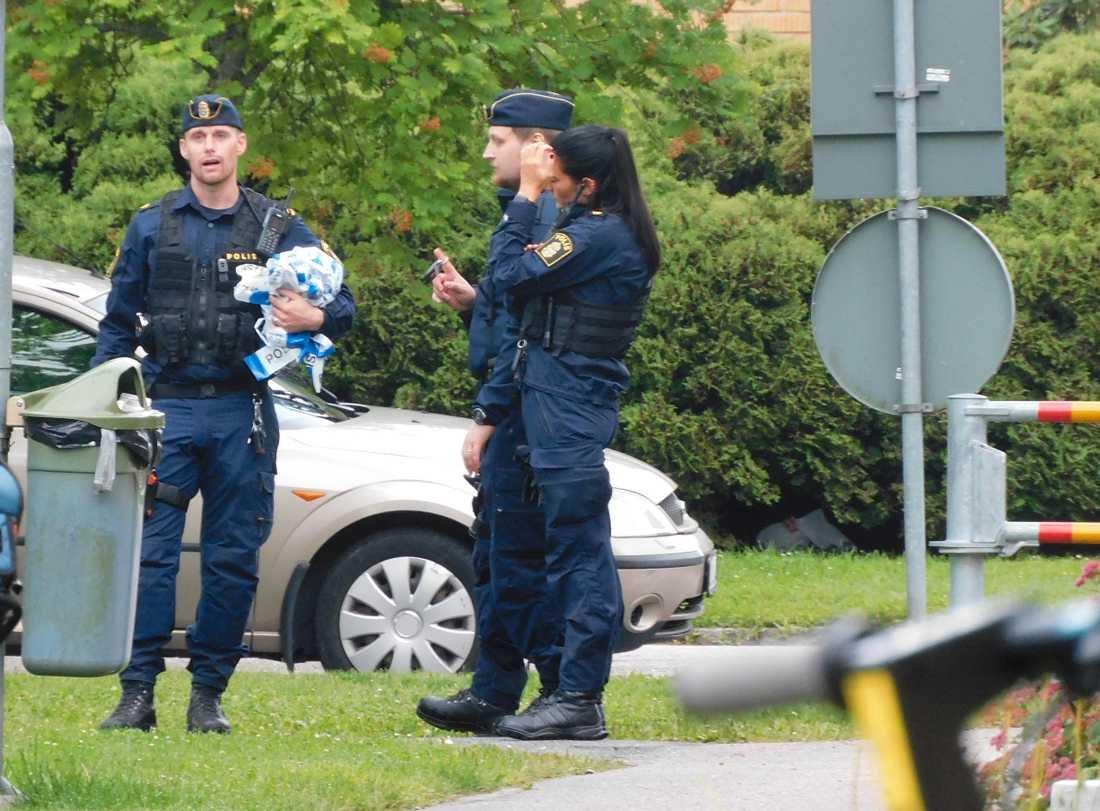 En person har dött efter en misstänkt skottlossning i Örebro.