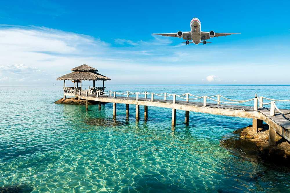 En flygresa till Bangkok eller London borde vara betydligt dyrare än idag, enligt Naturskyddsföreningen.