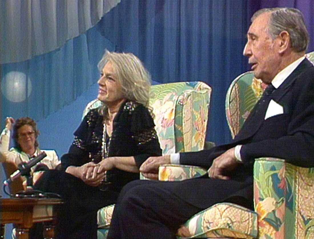 """Georg Rydeberg och Viveca Lindfors i """"Här är ditt liv"""" 1983."""