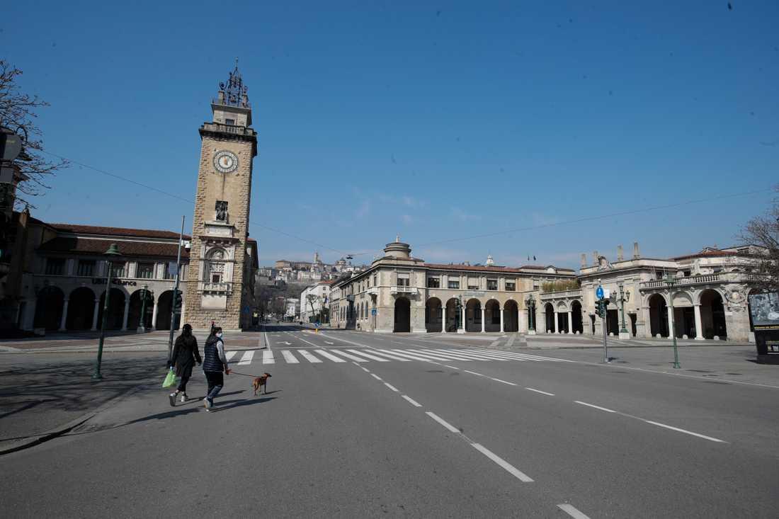 Bergamo är en av de städer i Italien som har drabbats värst av coronaviruset. Här är gatorna – precis som i andra delar av landet – i princip öde.