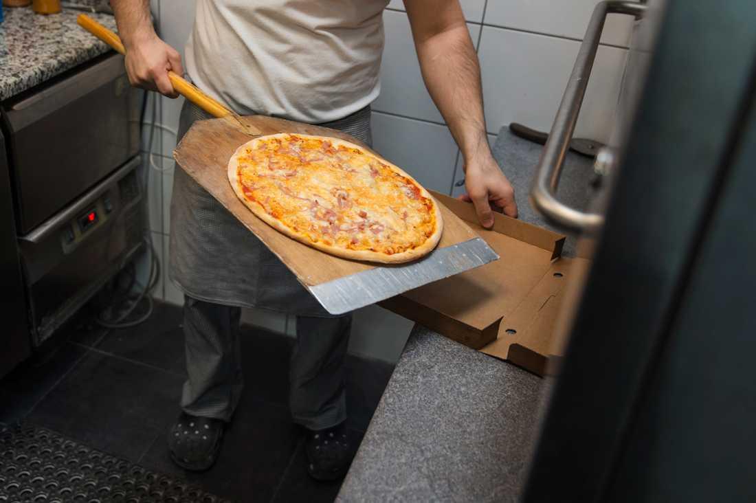 En pizzasugen man hotade med yxa då han inte kunde köpa någon pizza. Arkivbild.