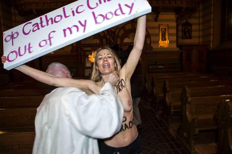 Tumult utbröt i Katolska domkyrkan i Stockholm på torsdagen när den feministiska gruppen Femen genomförde en barbröstad aktion.